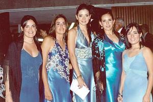 Cecilia Ortiz, Marisol Ortiz, Nina Flores, Alina Garza y otra amiga, en pasada recepción de boda.