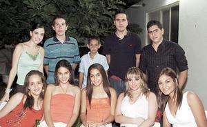 <b>02 de agosto 2005</b><p> Lucy, Daniela, Mariana, Regina, Pamela, Any, Rodrigo, Diego, Manolo y Beto Díaz de León.