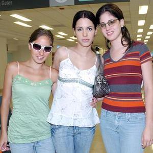 Mónica Garrido viajó al DF y fue despedida por Diana Ramírez y Mónica Román.
