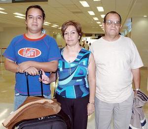 Israel Colomer, Luis Rodríguez y Mercedes Colomer viajaron a Madrid.