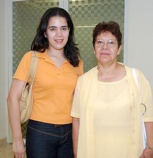 Frida Palacios viajó a la Ciudad de México, y la despidió Rosario García.