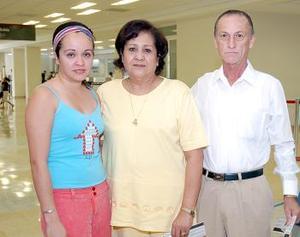 <b>02 de agosto 2005</b><p>  Rafael Ruiz, Yeni de Ruiz y Heidi Ruiz, viajaron a Cancún.