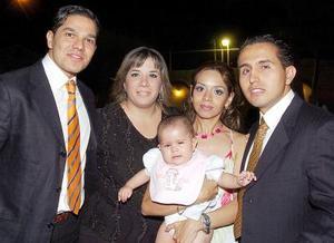 <b>03 de agosto 2005</b><p>  Luis Javier Lozano, Heidi Lazarín, Adelú Zamorano, Orlando Hernández y la nena Victoria Hernández Zamorano.