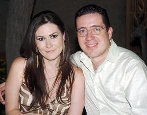 <b>03 de agosto 2005</b><p>  Susana y Paul de la Fuente.