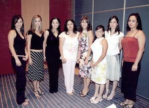 <b>03 de agosto 2005</b><p> Vanessa Woo, Claudia Woo, Diana Morales, Soraya Nájera, Brenda Matínez, Ana Ríos y Diana Mesta, invitadas a la despedida de soltera de Ver+onica Ávila Woo.
