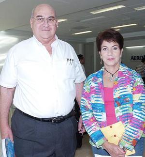 Arturo Jaidar y María de los Ángeles López viajaron a Tabasco.