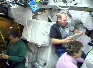Bush afirmó a los viajeros espaciales que la Administración Nacional de la Aeronáutica y del Espacio (NASA) 'cuenta con el apoyo firme de la Casa Blanca para esta gran aventura humana'.