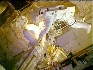 Discovery fue el primer transbordador que regresó al espacio en los dos años y medio que siguieron a la tragedia de Columbia, que se desintegró al entrar a la atmósfera terrestre el 1 de febrero del 2003 y ocasionó la muerte de sus siete tripulantes