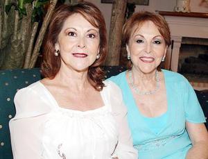 Mely González de Rodríguez y Nancy González de Kuri.