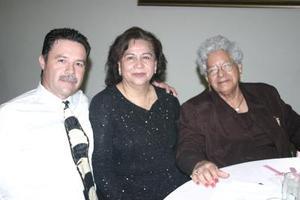 Alfredo Ávila Sánchez, María del Rosario Carranza y Frsncisca Sánchez de Ávila