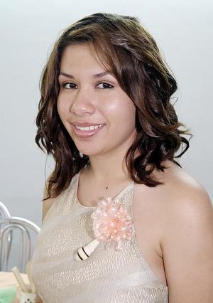<b>04 de agosto 2005</b><p> Thalía Fernández disfrutó de una fiesta de despedida con motivo de su próxima boda.