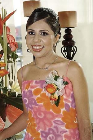 Fabiola Martínez de la Torre fue despedida de su vida de soltera, con una alegre fiesta.