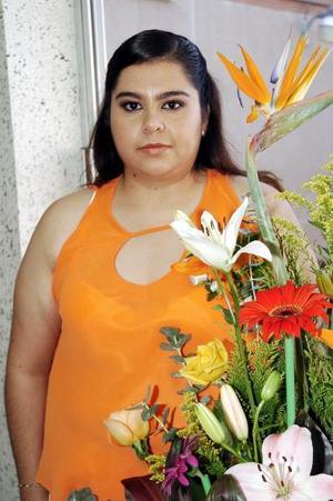 Por su cercano matrimonio, Lorena Martínez García fue despedida de su soltería.