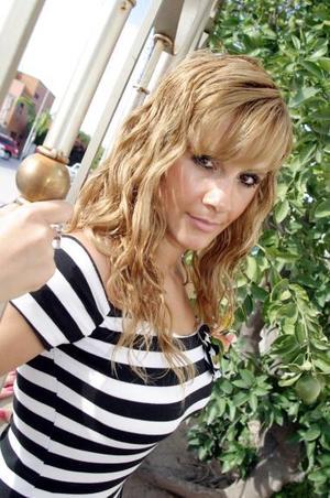 Saira Verona  Ortiz Rosas, captada en la despedida de soltera que la organizaron.