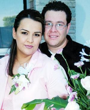 Estrellita Estrada Barrios y Salvador Castañeda Ornelas disfrutaron de una despedida de solteros.