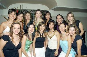 j Cristina junto a Laura, Silvia, Andrea, Gaby, Laura, Cristy, Lucy, Minna, Aris, Karla, Malú y Aurora.