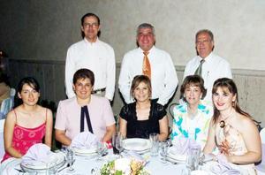 <b>04 de agosto 2005</b><p> Diana Ibarra, Nora y Arturo González, Laura y Rafael Díaz de León, Lety y Carlos Leal y Lucía Leal Ancira, en reciente festejo.