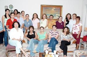 Con una tierna fiesta de canastilla, celebraron el cercano nacimiento del bebé que espera Rosario Chapa de Gallardo, organizada por su mamá, Rosario Quiñones.