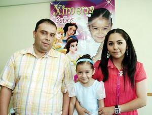 <b>05 de agosto 2005</b><p> Ximena Maoloff Arreola cumplió tres años de vida, motivo por el cual sus papás le organizaron una fiesta.