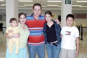 Jorge, Marcela, Ricardo y Ninfa y Ana Lucía viajaron a Disney.