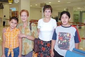 Consuelo López, Montserrat, Esteban y Pilar Cano viajaron al DF.