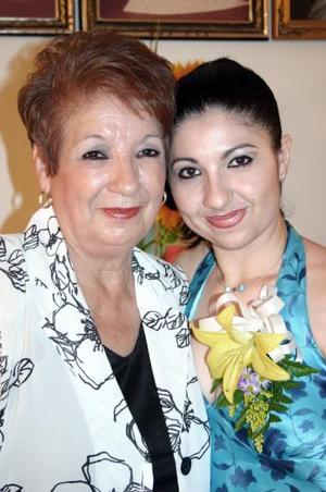 Rocío Sifuentes Orozco junto a su mamá Margarita Orozco de Sifuentes.