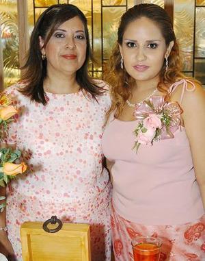 <b>06 de agosto 2005</b><p> Vanessa Pérez Villezca disfrutó de una fiesta de despedida de soltera que le fue organizada por su suegra Cecilia González.