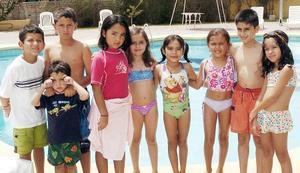 Elexa en compañía de Jorge, Vicente, Ale, Marissa, Ana Lucía, Sofía, Hugo, Alexis y Mary Fer.