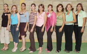 Sinceras felicitaciones recibió Rocío Hinojosa Ruelas de sus amigas, en la despedida de soltera que le organizaron por su próxima boda .