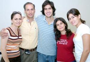 Jaime Murra viajó a Argentina y fue  despedido por Susana de Murra, Jaime, Susy y Marian Murra.