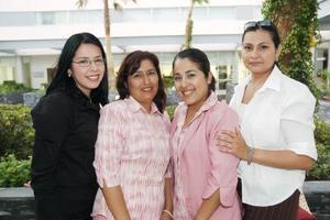 Astrid Martínez, Lupita Facio Haissel Robles y Karina Niño.