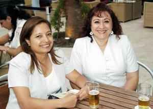 Elsa Claudia Segovia y Guadalupe Chávez.