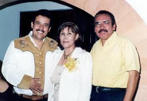 Elvira Sánchez García y Roberto de la Torre Cabral celecraron 25 años de matrimonio, con un festejo en el que estuvieron acompañados por Daniel Álvarez Luna, entre muchos invitados mas.