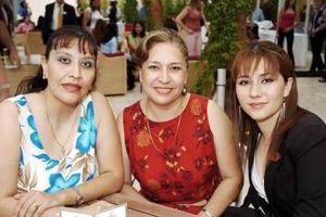 Leticia y Cecilia Garay del Valle y Thais Prieto.