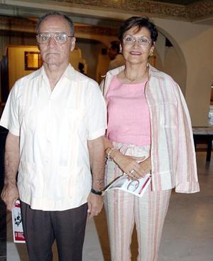 Francisco Cabrera y Claudia de Cabrera.