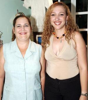 Las cubanas Ditzia Solís Hernández y Aurora Pérez de Rubio.