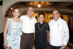 Lupita de Barrios, Rogelio Barrios, Cecilia de Cisneros y Ricardo Cisneros.