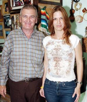 Palpando sus raíces cubanas, Pedro Sánchez Solano festejó su cumpleaños en compañía de su hija Zoe.