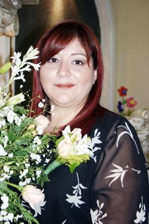 Guadalupe López Estrello disfrutó de una despedida de soltera, que le organizó un grupo de familiares por su cercana boda.