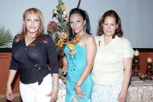 Janine Servín Terán, en la despedida que le organizaron Maricela Terán de Servín y Mayela Garza de Martínez.