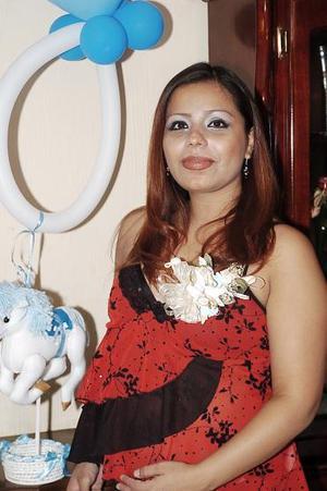 Norma de Torres espera un niño para finales de agosto, por lo que su mamá, Norma Martínez, le ofreció una fiesta de canastillaen días.