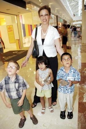 Carmen Cortez, Manolo, Marisol y Jonathan, de la Asociación Ver Contigo.
