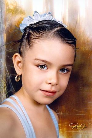 Niña Lilian Monserrat Orozco Nevárez, en una fotografía de estudio con motivo de su sexto cumpleaños.