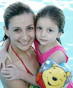 Astrid Casale Frausto, con su hija Nayla Camila Casale.