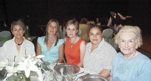 Carmen, Alida, Malena, Macris y Carmen Díaz Flores.