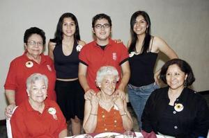 Fernanda Guzmán, José Raúl Tapia, Magdalena Tapia, Adelita de Tapia, Geno de Tapia, Graciela de Tapia y María Luisa Tapia Alba.