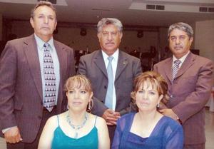 Rodrigo Guerrero, Alfredo, María de Jesús y Rita Yáñez Aróstegui, acompañaron a la feliz pareja.