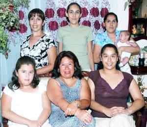 Diana y Daniela García y Silvia Cortés fueron recibidas con una gran fiesta, organizada por la familia Magallanes González, con motivo de la llegada a esta ciudad provenientes de Arkansas, Estados Unidos.