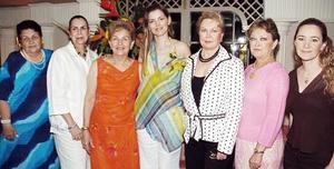 Cristina Flores Cañamar, en su despedida de soltera junto a Beatriz, Silvia, Blanca, Ana, Rosela y Paloma.