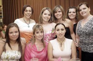 D-Érika Padilla Velazco acompañada por amigas en su última fiesta de despedida